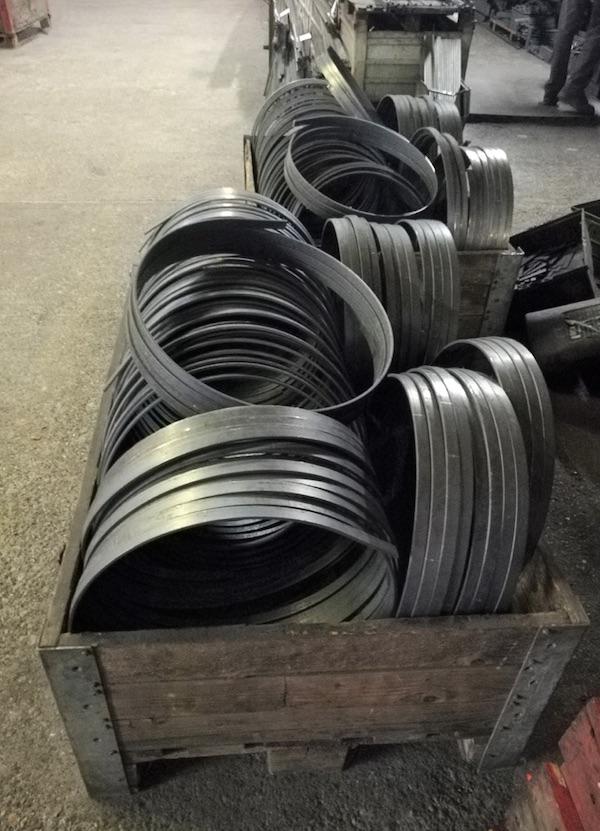 Gebogene Stahlbänder